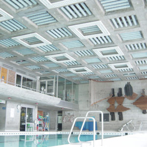Akustikplatten ABSOPANEL helfen, die Akustik einer Vielzahl von öffentlichen Räumen, vom Schwimmbad bis zum Konferenzraum, zu verbessern.